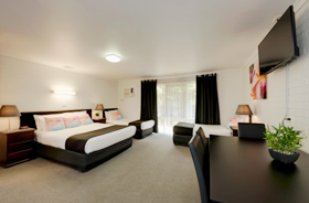 Large family suite with Queen & 2 singles at Frankston Motel